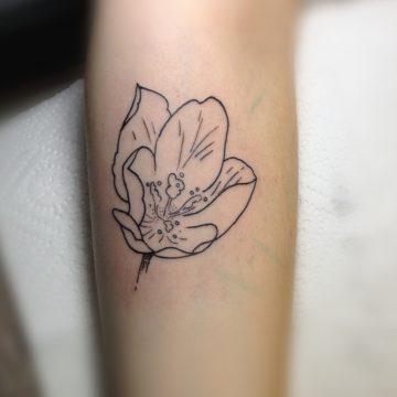 Tatouage fleur ouverte