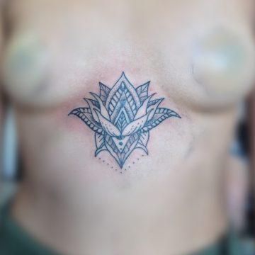 Tatouage mandala fleur de lotus
