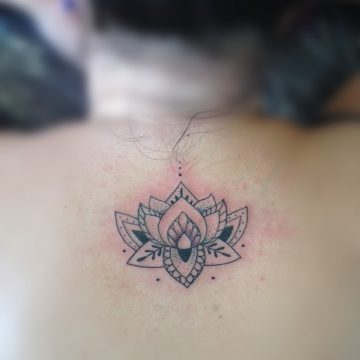 Tatouage mandala lotus